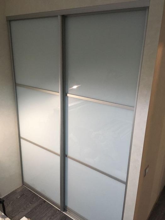 Встроенные шкафы-купе-Шкаф-купе из стекла Лакобель «Модель 7»-фото1
