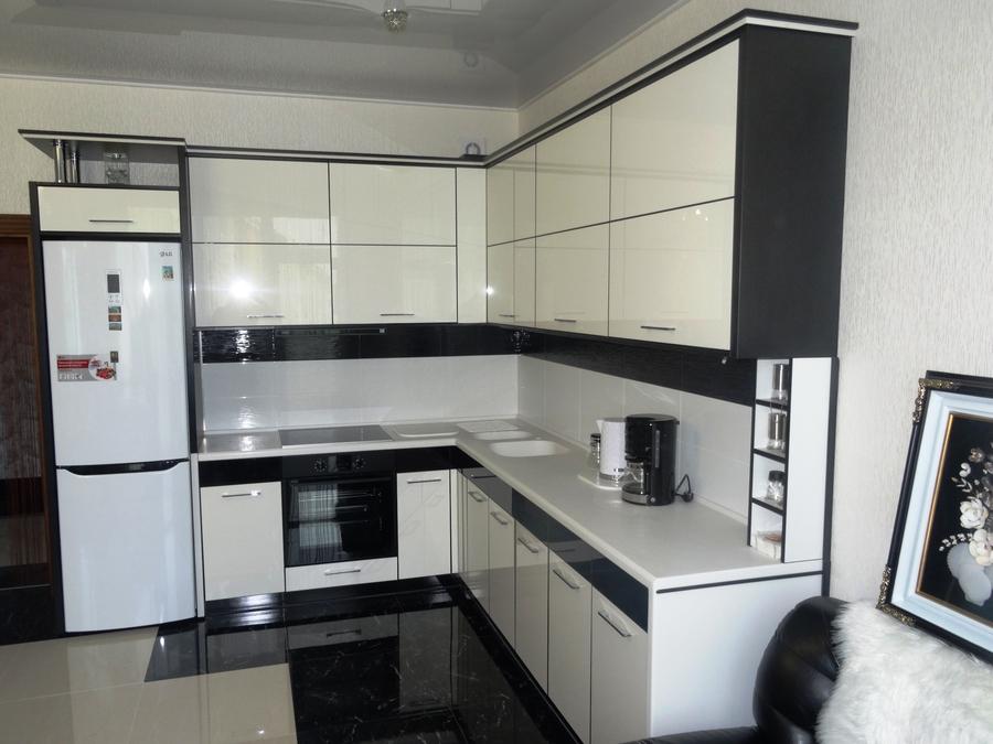 Белый кухонный гарнитур-Кухня МДФ в эмали «Модель 68»-фото3